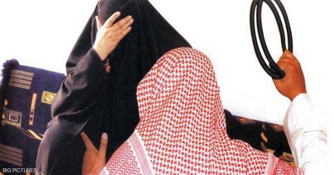 كويتي يسحل زوجته في الشارع