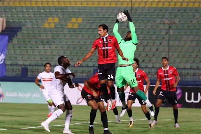 لقطة من مباراة الزمالك ونادي مصر بالدوري