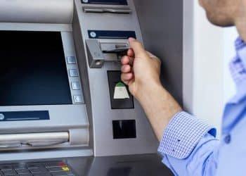رسوم السحب من ماكينات ATM