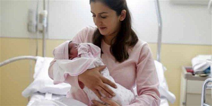حقيقة انتقال فيروس كورونا من الأم للرضيع